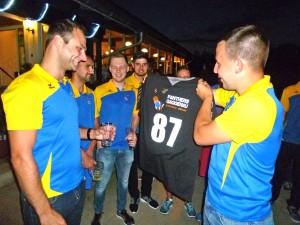 Die 1. Mannschaft bedankt sich mit signiertem Panther Trikot Nr.87
