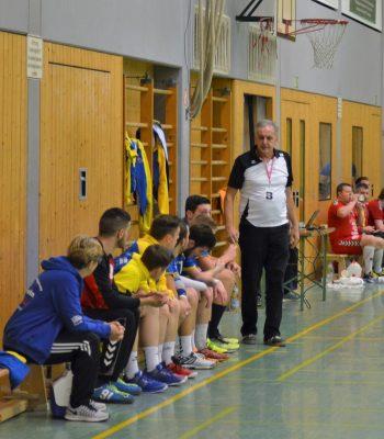 Wenn der Trainer spielt, coacht Hartmut
